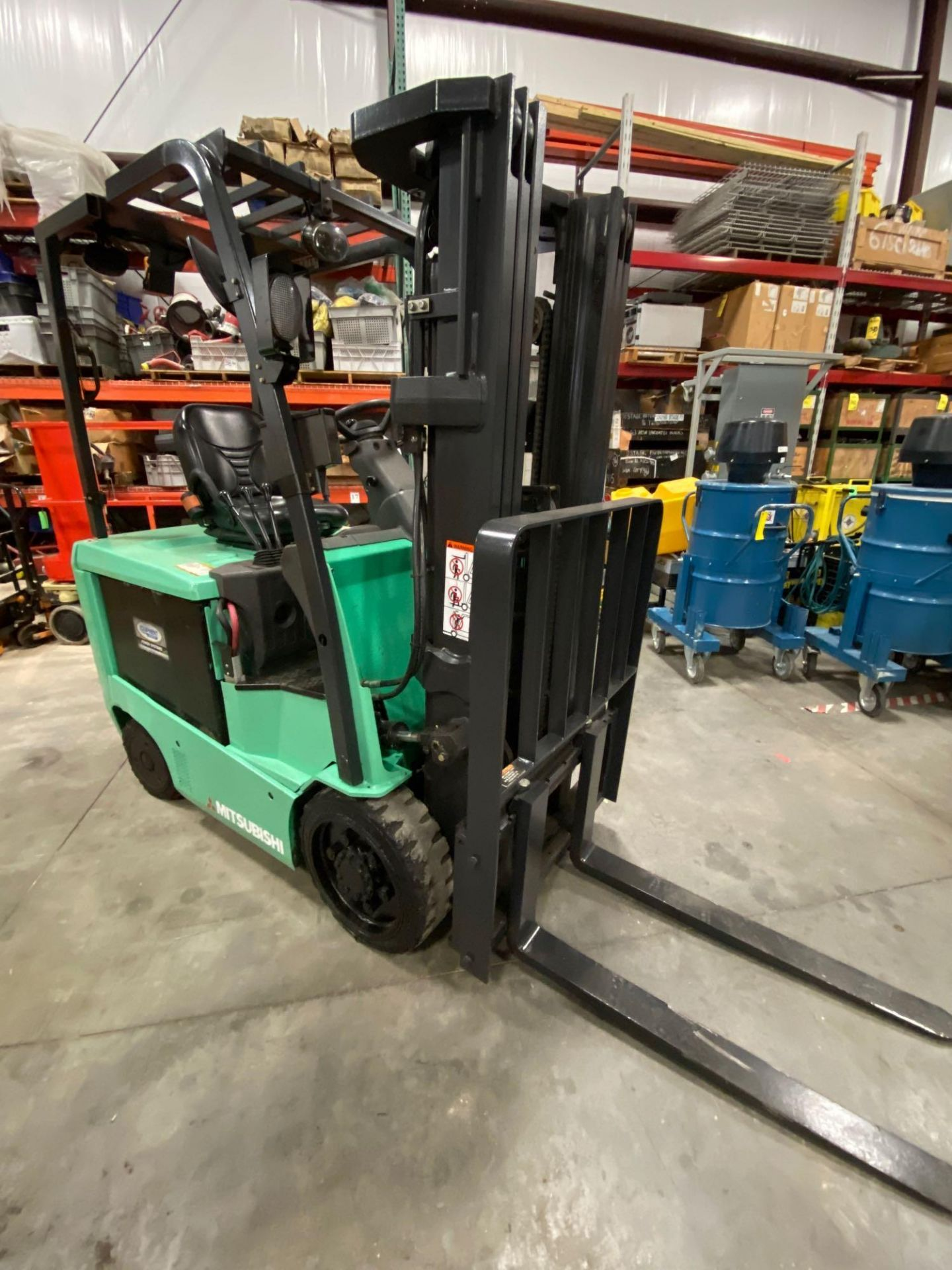 "2015 MITSUBISHI FBC25N2 36V FORKLIFT, APPROX 4500LB CAPACITY, TILT, SIDESHIFT, LIFT 188"" MAX HEIGHT, - Image 4 of 20"