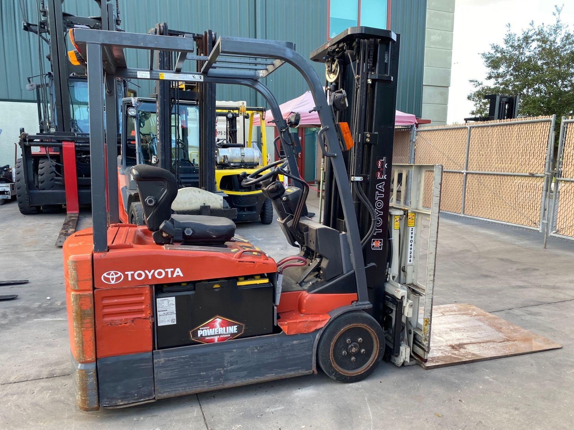TOYOTA ELECTRIC FORKLIFT MODEL 7FBEU20, 4,000 LB CAPACITY, CASCADE PUSH/PULL ATTACHMENT, TILT, SIDE - Image 12 of 24