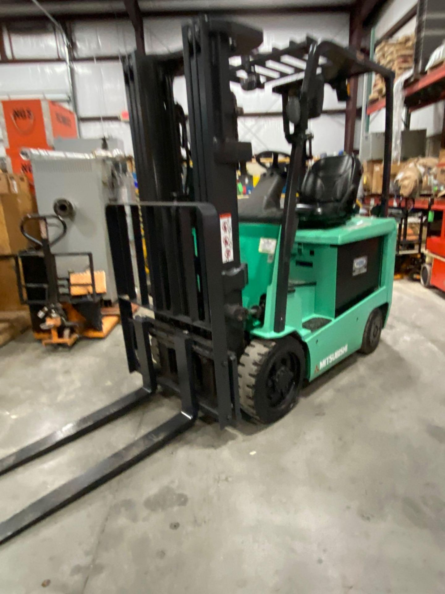 "2015 MITSUBISHI FBC25N2 36V FORKLIFT, APPROX 4500LB CAPACITY, TILT, SIDESHIFT, LIFT 188"" MAX HEIGHT, - Image 2 of 20"