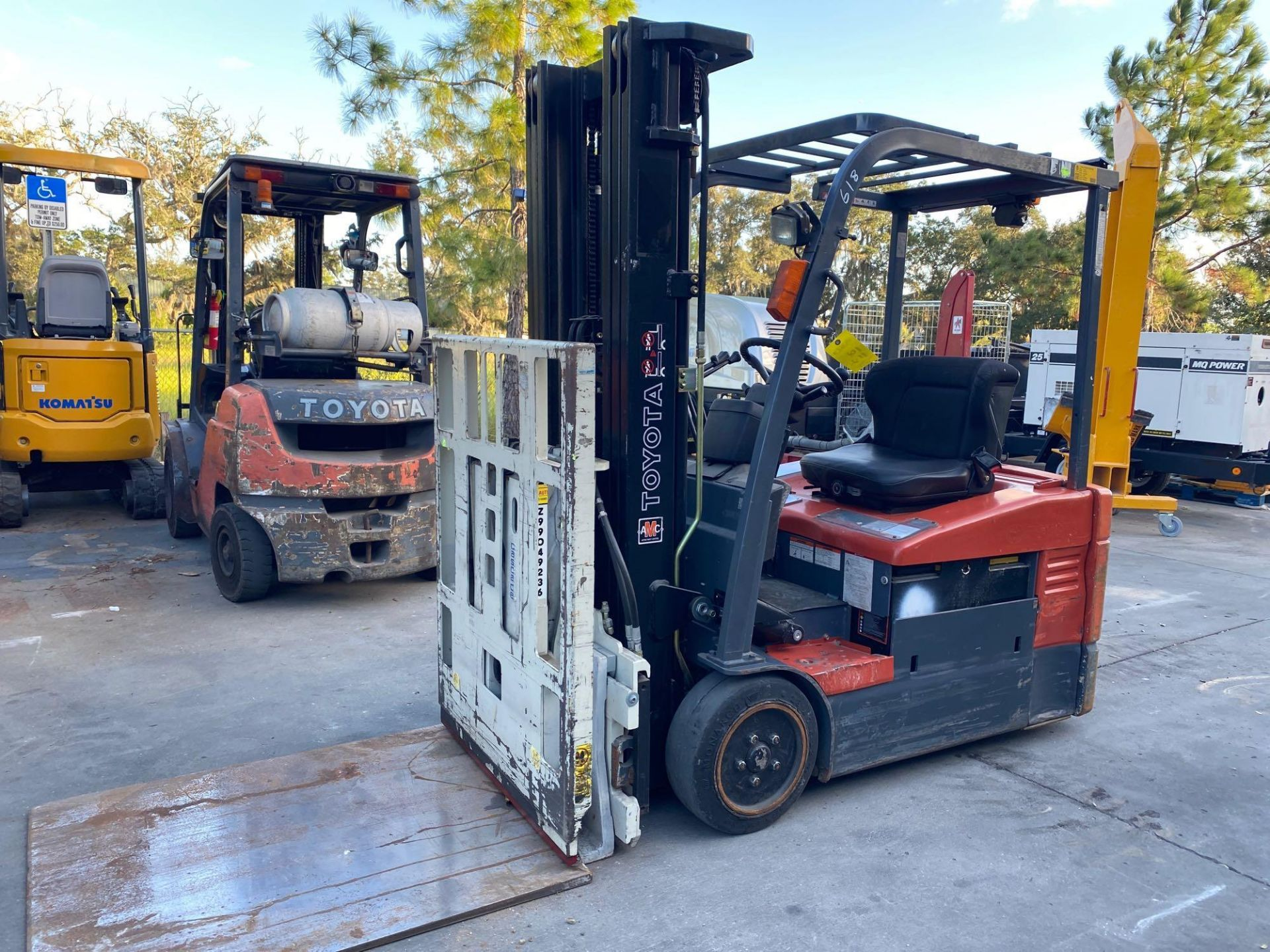 TOYOTA ELECTRIC FORKLIFT MODEL 7FBEU20, 4,000 LB CAPACITY, CASCADE PUSH/PULL ATTACHMENT, TILT, SIDE