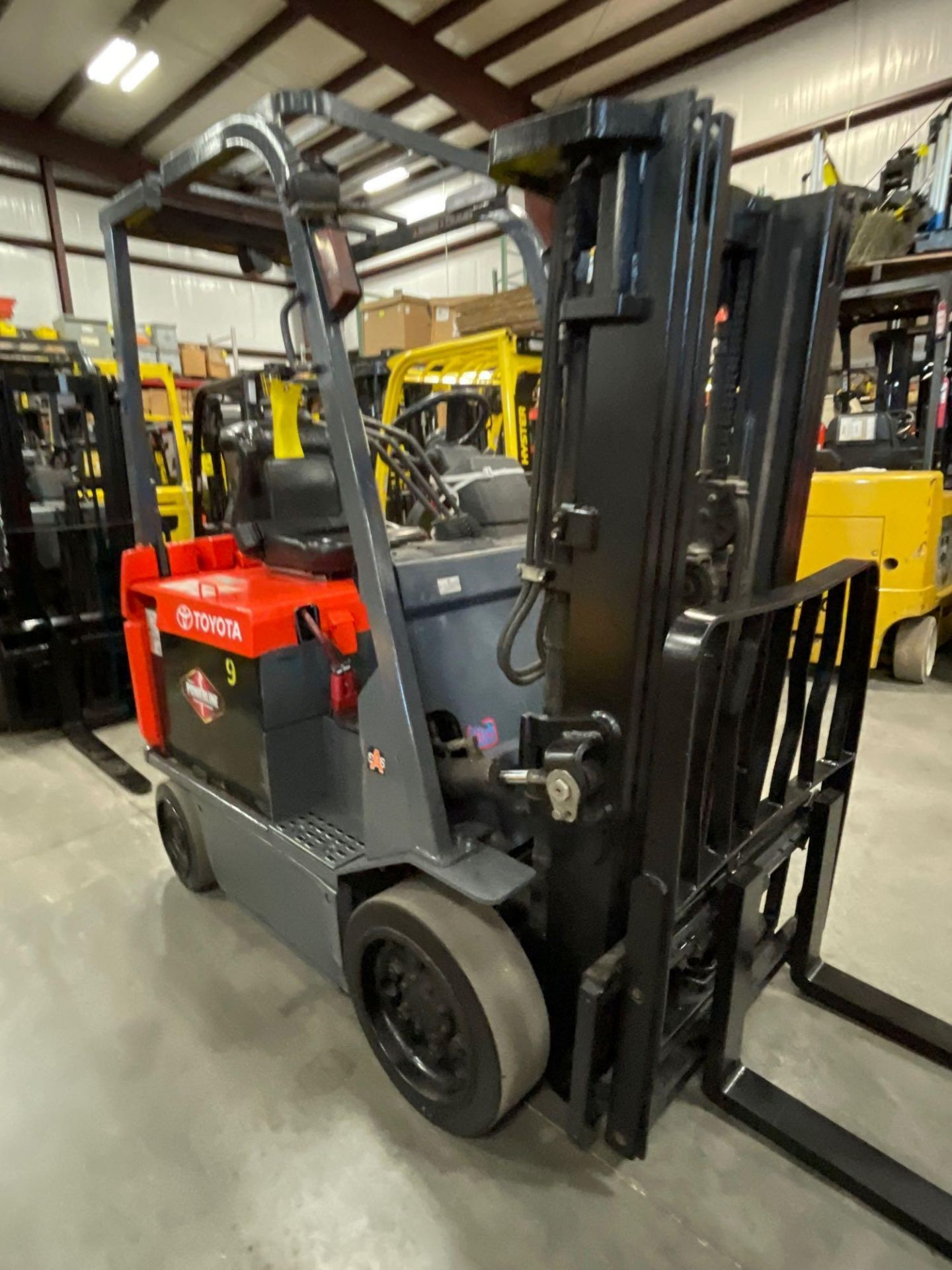 """TOYOTA 7FBCU25 ELECTRIC FORKLIFT, 5,000 LB CAPACITY, 170.5"""" HEIGHT CAPACITY - Image 4 of 20"""