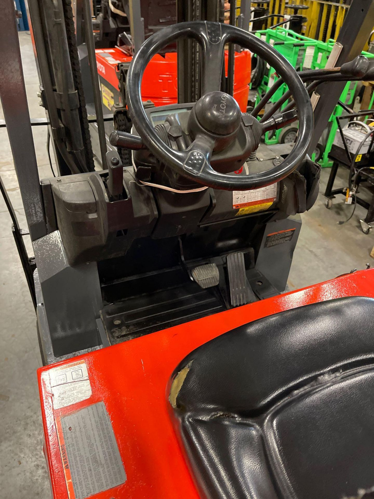 """TOYOTA 7FBCU25 ELECTRIC FORKLIFT, 5,000 LB CAPACITY, 170.5"""" HEIGHT CAPACITY - Image 5 of 20"""