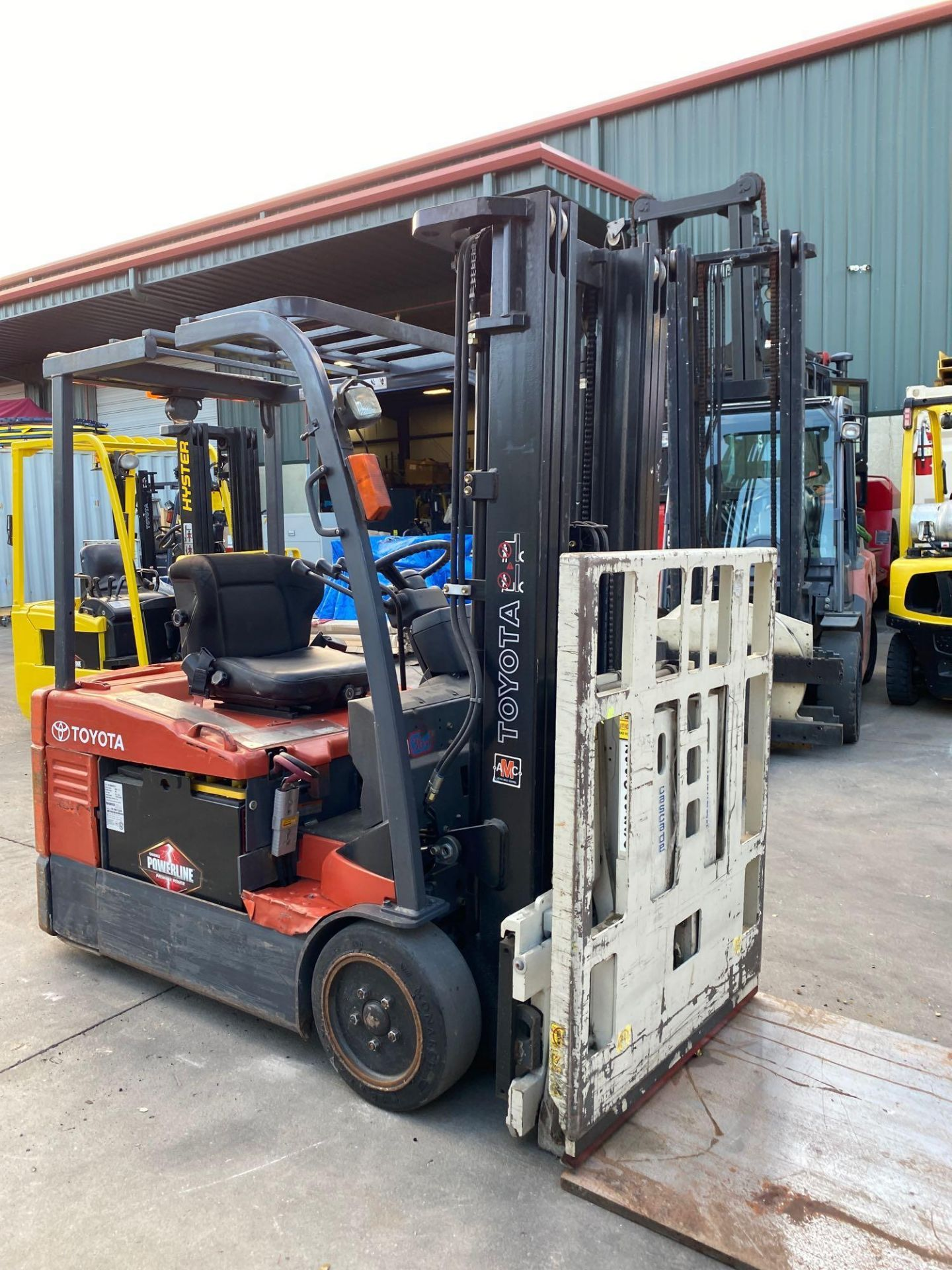 TOYOTA ELECTRIC FORKLIFT MODEL 7FBEU20, 4,000 LB CAPACITY, CASCADE PUSH/PULL ATTACHMENT, TILT, SIDE - Image 9 of 24