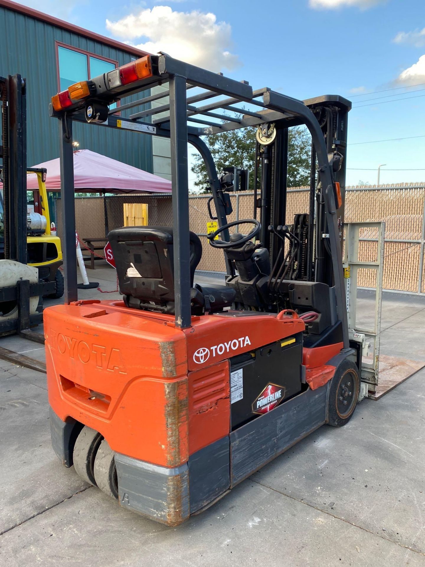TOYOTA ELECTRIC FORKLIFT MODEL 7FBEU20, 4,000 LB CAPACITY, CASCADE PUSH/PULL ATTACHMENT, TILT, SIDE - Image 13 of 24