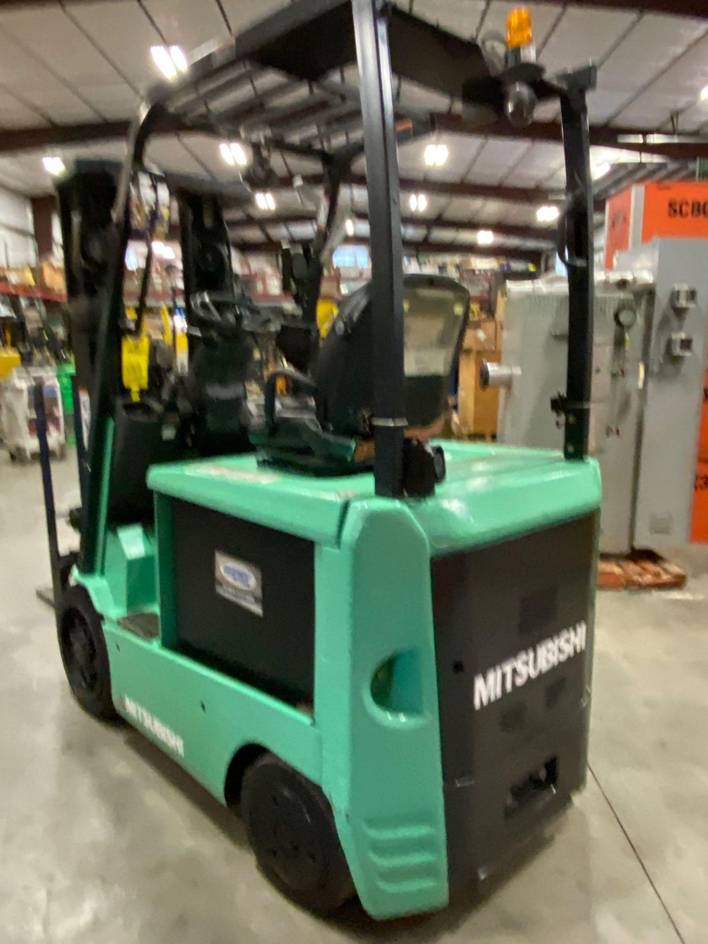 "2015 MITSUBISHI FBC25N2 36V FORKLIFT, APPROX 4500LB CAPACITY, TILT, SIDESHIFT, LIFT 188"" MAX HEIGHT, - Image 8 of 20"