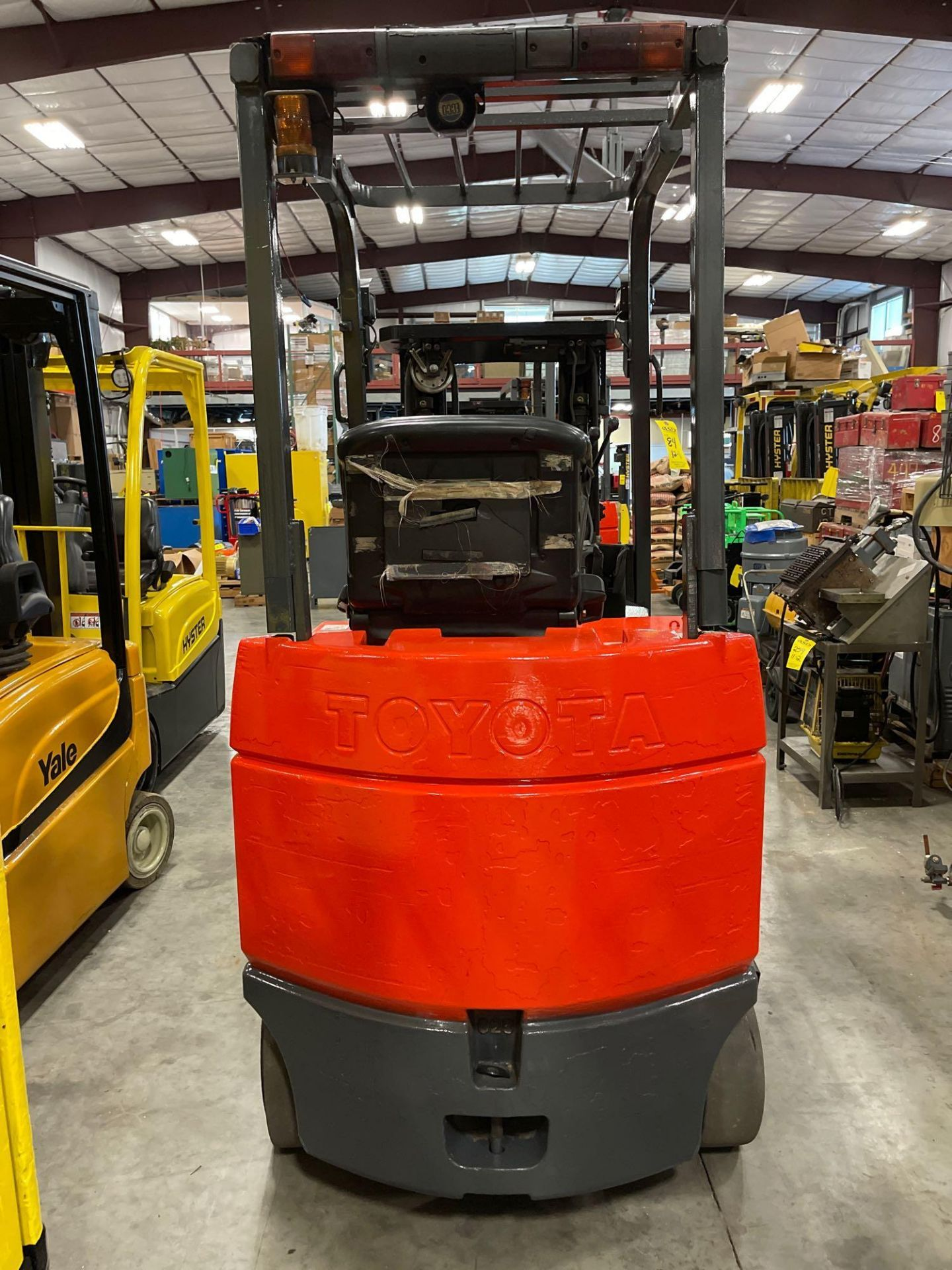 """TOYOTA 7FBCU25 ELECTRIC FORKLIFT, 5,000 LB CAPACITY, 170.5"""" HEIGHT CAPACITY - Image 9 of 18"""
