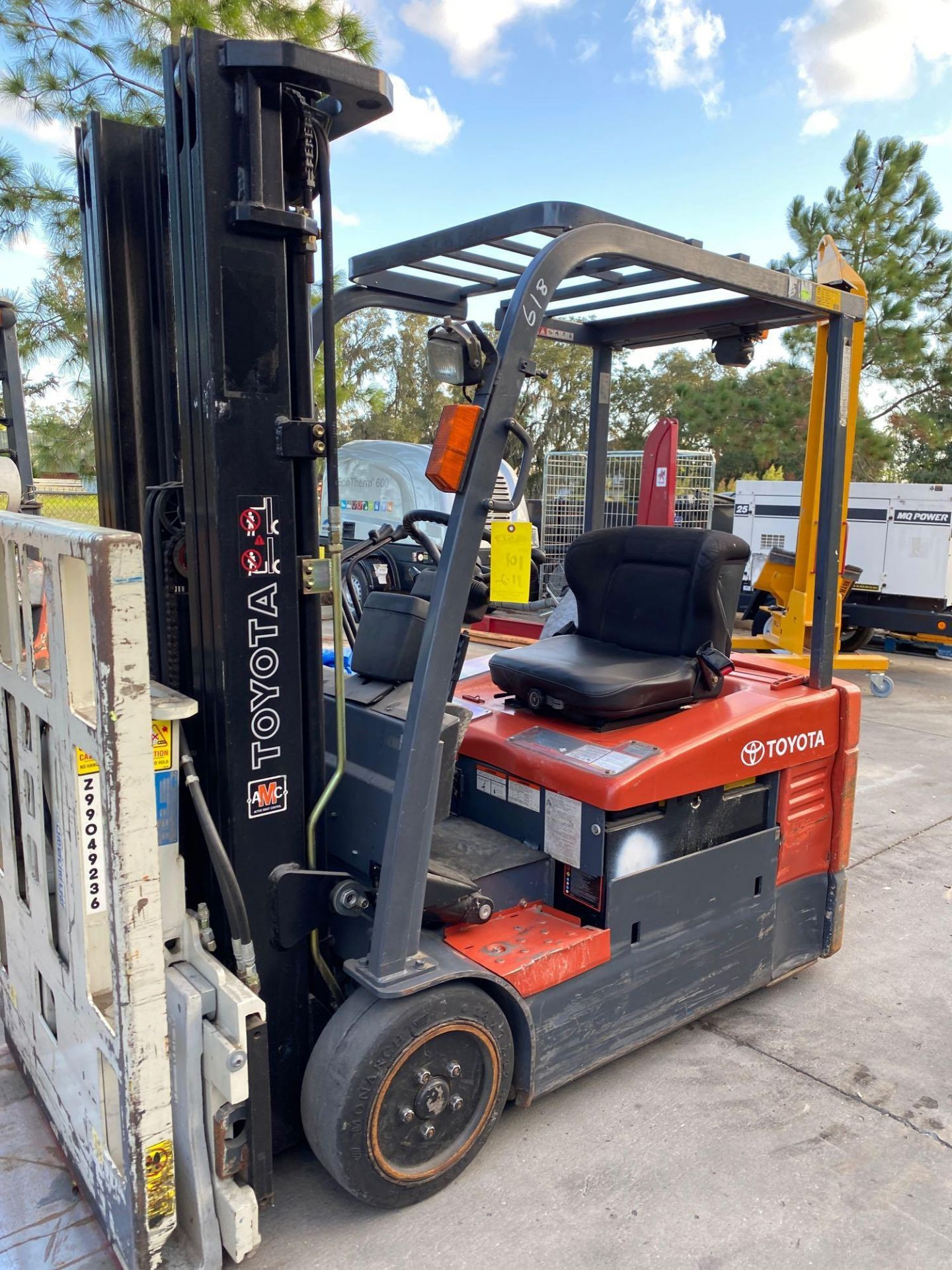 TOYOTA ELECTRIC FORKLIFT MODEL 7FBEU20, 4,000 LB CAPACITY, CASCADE PUSH/PULL ATTACHMENT, TILT, SIDE - Image 5 of 24