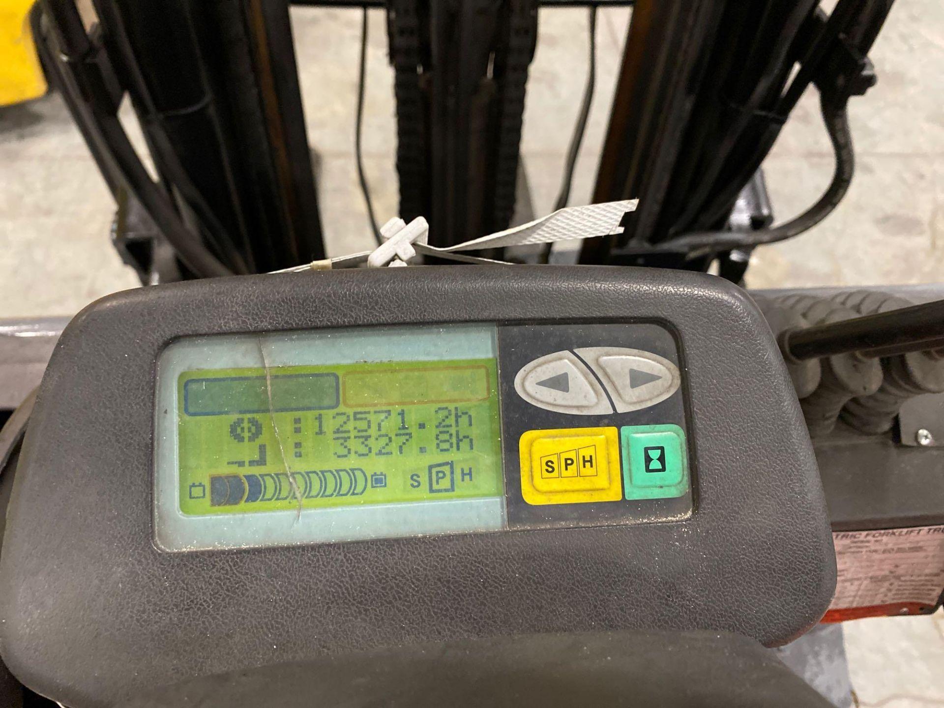 "TOYOTA 7FBCU25 ELECTRIC FORKLIFT, 5,000 LB CAPACITY, 170.5"" HEIGHT CAPACITY, TILT, SIDE SHIFT, 36V, - Image 17 of 22"