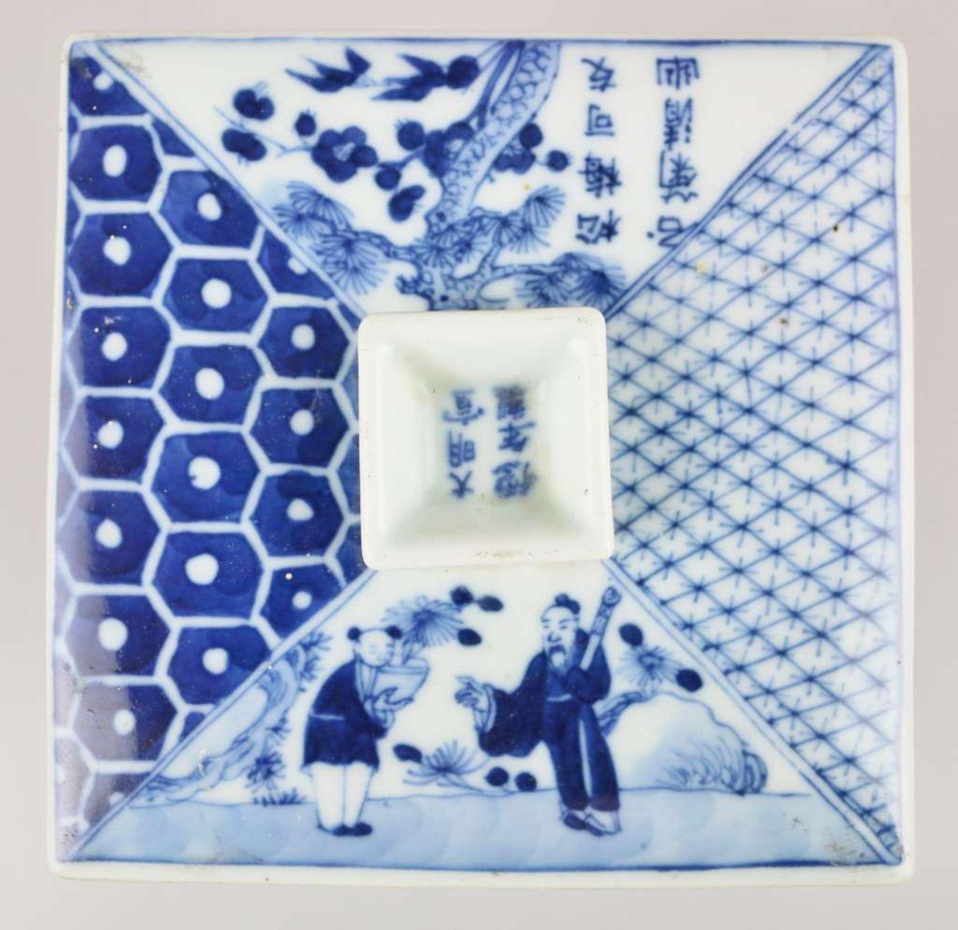 Ein blau-weiß quadratischer Schreibwarenbehälter mit Abdeckung, bestehend aus vier Teilen, ei - Bild 5 aus 5