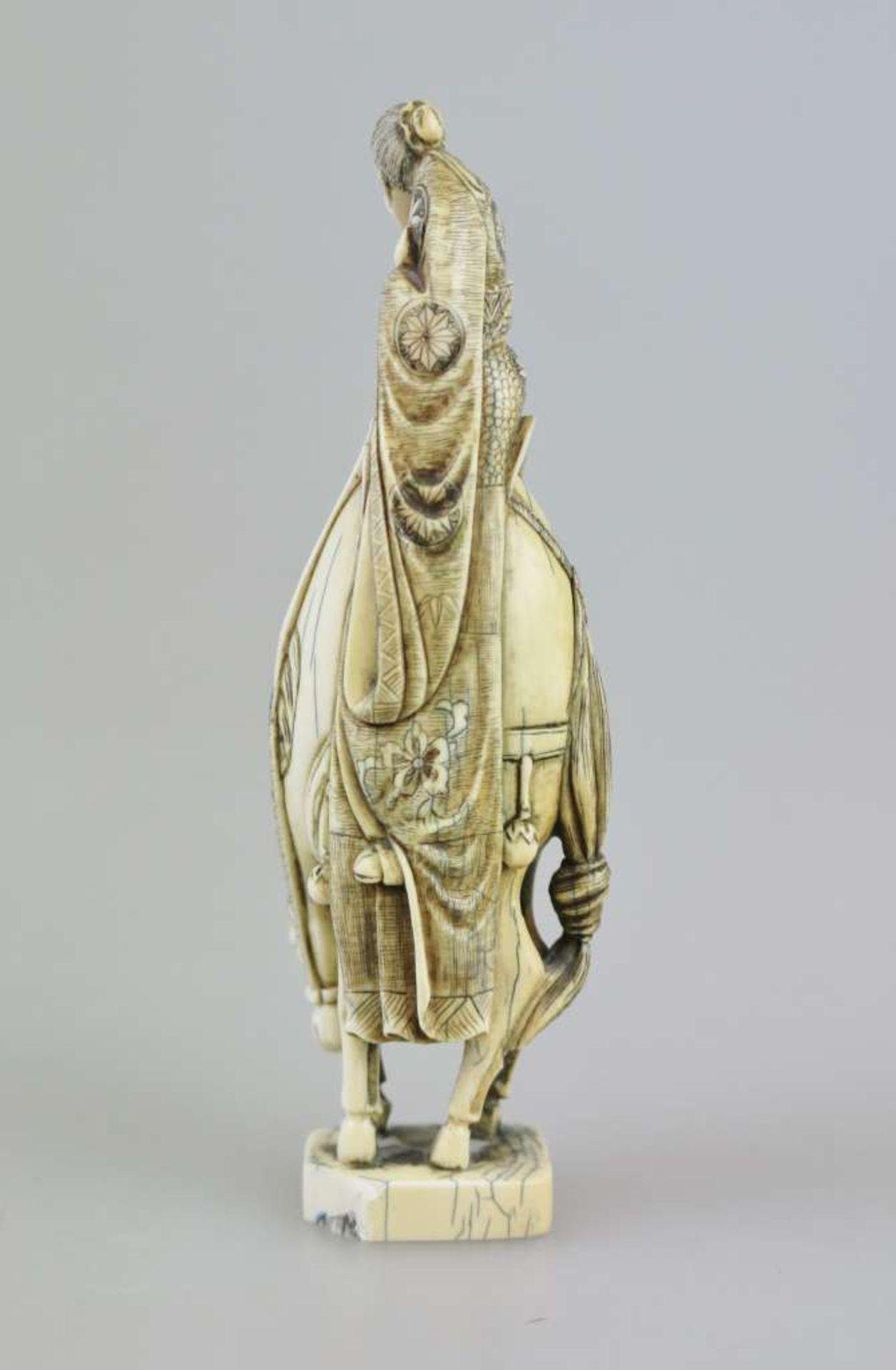 Okimono, Japan, 19./20. Jh., alter Gelehrter auf Pferd, Bodenmarke, H.: ca. 15 cm, Gewicht: 124 - Bild 2 aus 3