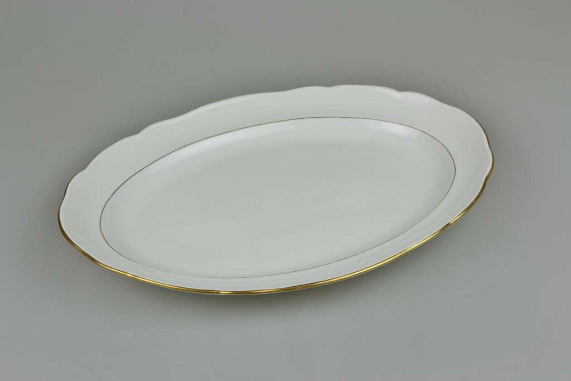 Meissen, große Vorlegeplatte 'Neuer Ausschnitt', um 1900, Weißporzellan glasiert mit Goldrand