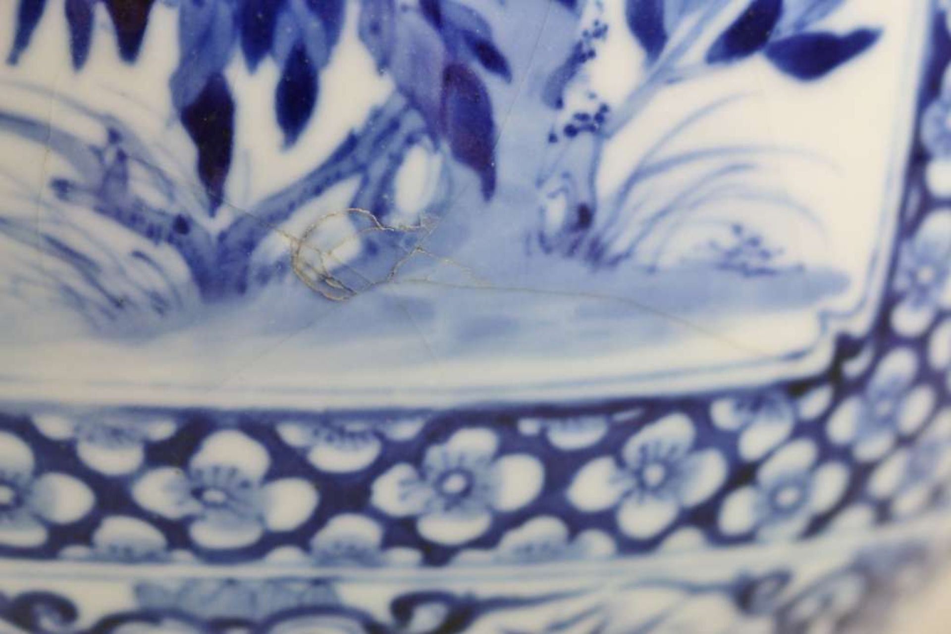 Großer Topf, China, Blau-Weiß mit Flachdeckel, Qing-Dynastie (1644-1911). Kugeliger, leicht g - Bild 4 aus 6