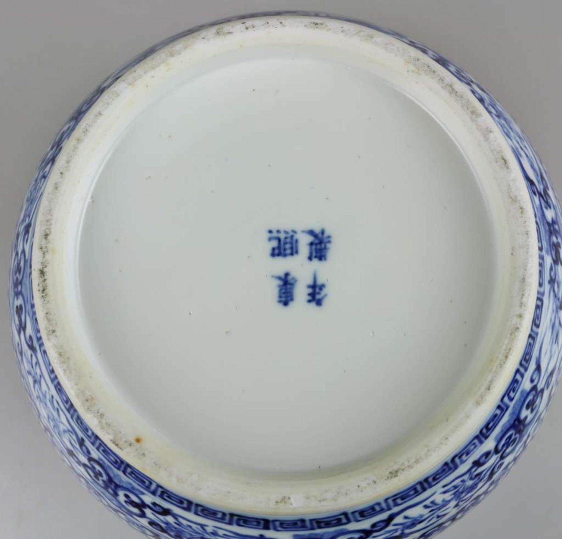Großer Topf, China, Blau-Weiß mit Flachdeckel, Qing-Dynastie (1644-1911). Kugeliger, leicht g - Bild 6 aus 6