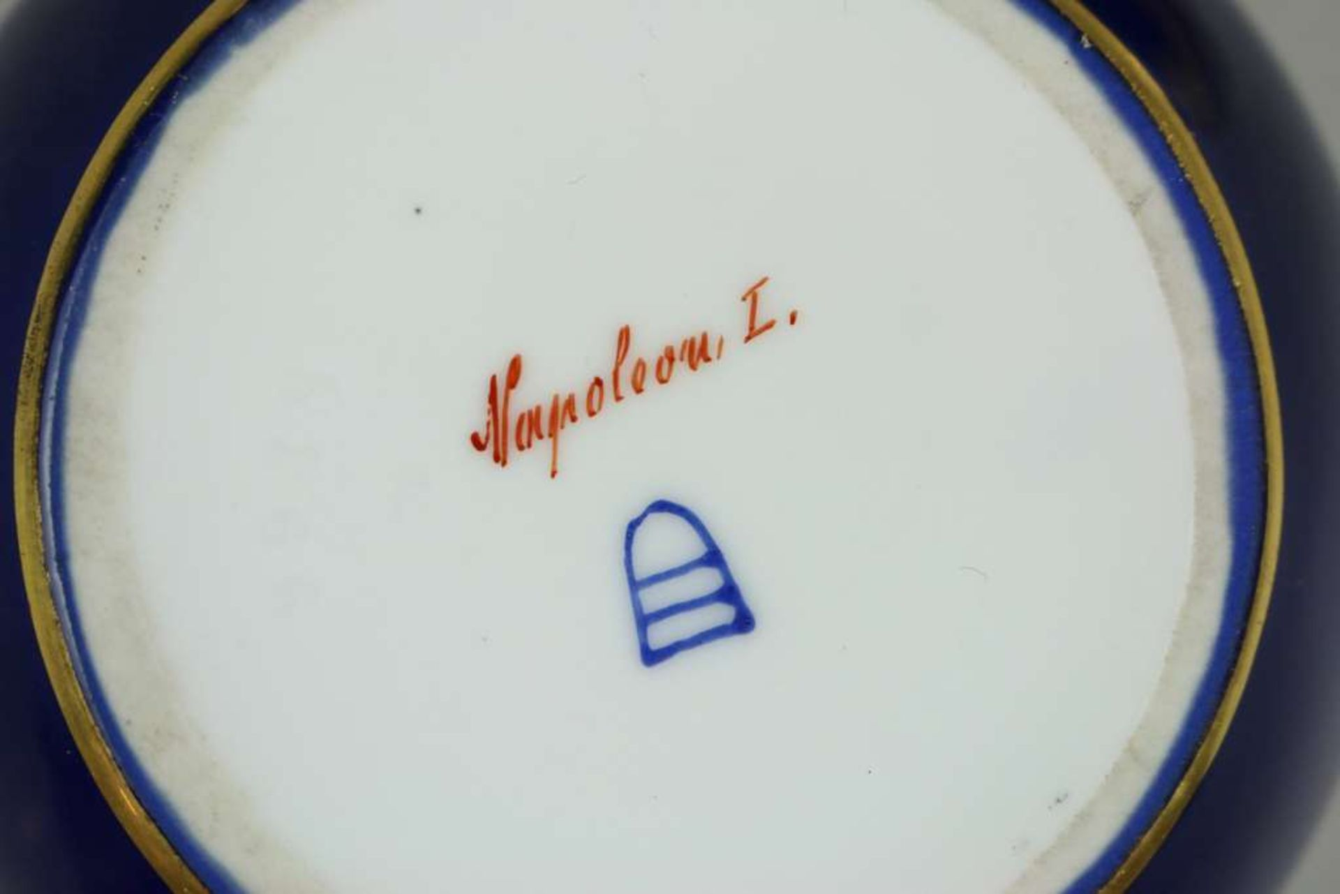 Deckeldose, Napoleon I., Augarten, Wien, Mitte 20. Jh., polychrom gefasst mit Goldstaffage, Por - Bild 3 aus 3
