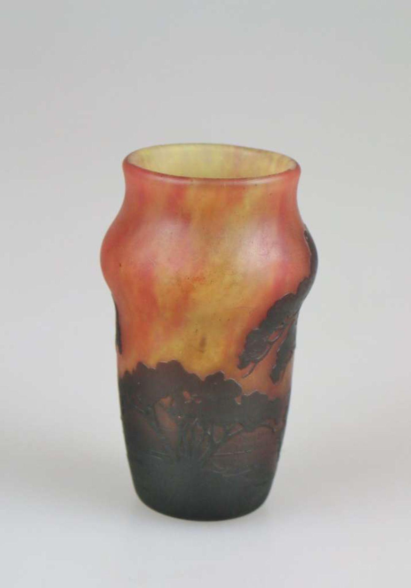 Daum Vase mit Seenlandschaft, Daum Frères, Nancy, um 1910, farbloses Glas mit mehrfarbigen Pul - Bild 2 aus 3