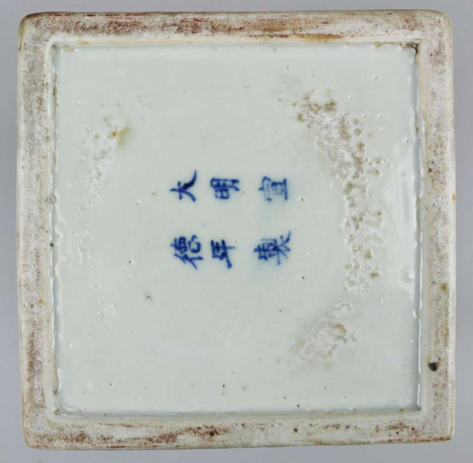 Ein blau-weiß quadratischer Schreibwarenbehälter mit Abdeckung, bestehend aus vier Teilen, ei - Bild 3 aus 5