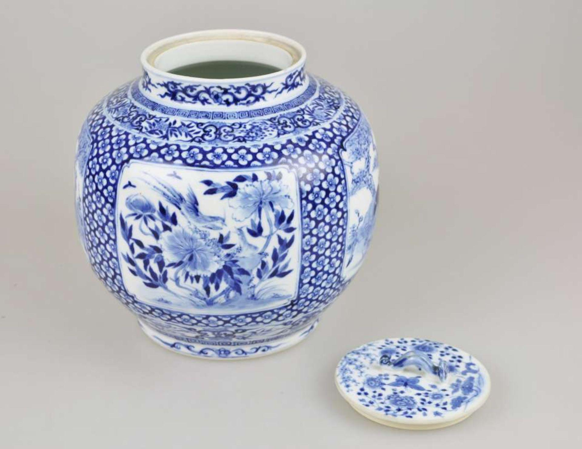 Großer Topf, China, Blau-Weiß mit Flachdeckel, Qing-Dynastie (1644-1911). Kugeliger, leicht g - Bild 3 aus 6