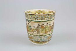 Satsuma Vase, Japan, wohl Meiji-Zeit, leicht glockenförmiger Korpus auf Rundfuß, ganzflächig