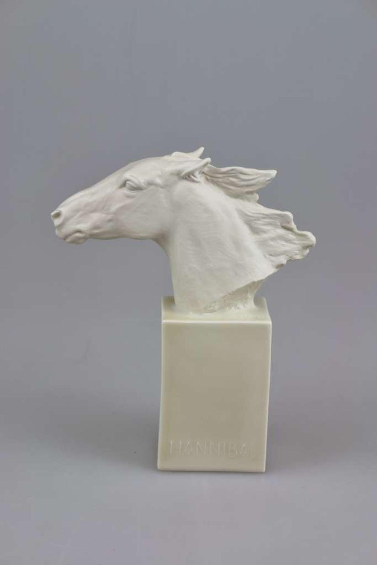 """Rosenthal, Pferdekopf auf Stele, """"Hannibal"""", Mitte 20. Jh., Entwurf Albert Hinrich HUSSMANN (18"""