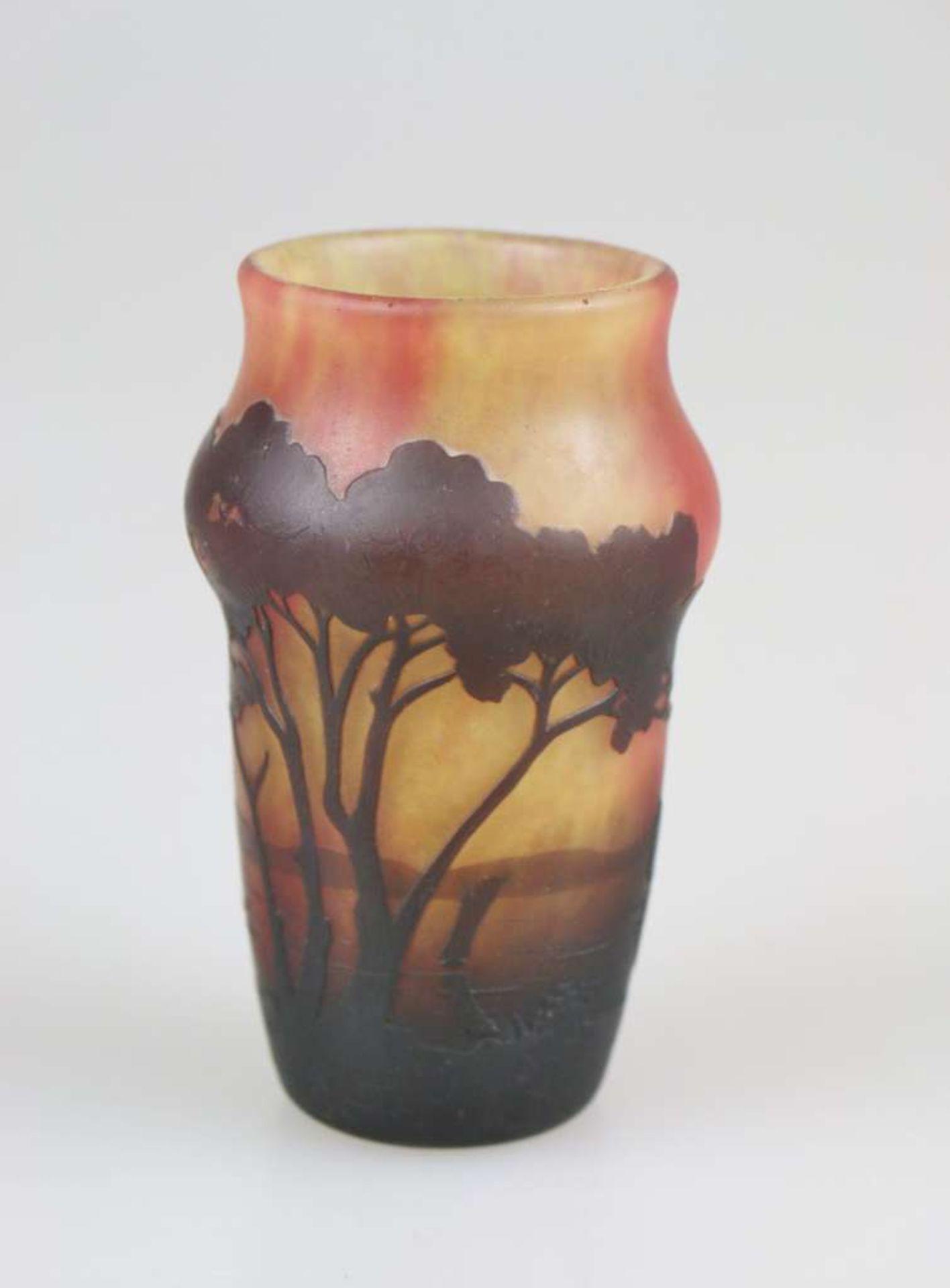 Daum Vase mit Seenlandschaft, Daum Frères, Nancy, um 1910, farbloses Glas mit mehrfarbigen Pul