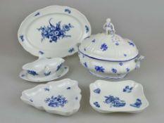 """Meissen, Rest Speiseservice, 19. Jh., Neuer Ausschnitt """"Blaue Blume mit Insekten"""", 4-teilig sow"""