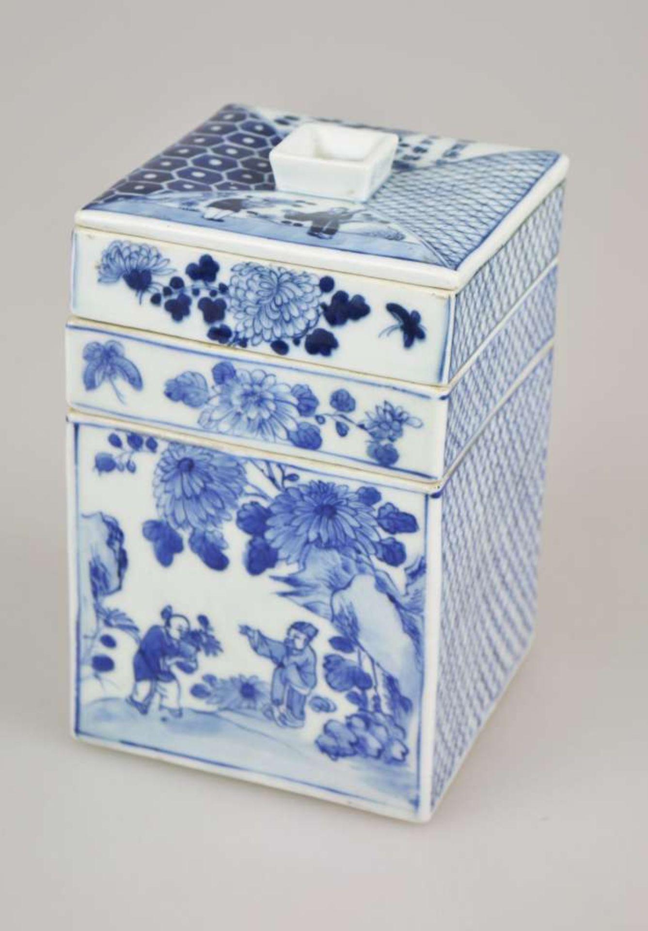 Ein blau-weiß quadratischer Schreibwarenbehälter mit Abdeckung, bestehend aus vier Teilen, ei - Bild 4 aus 5