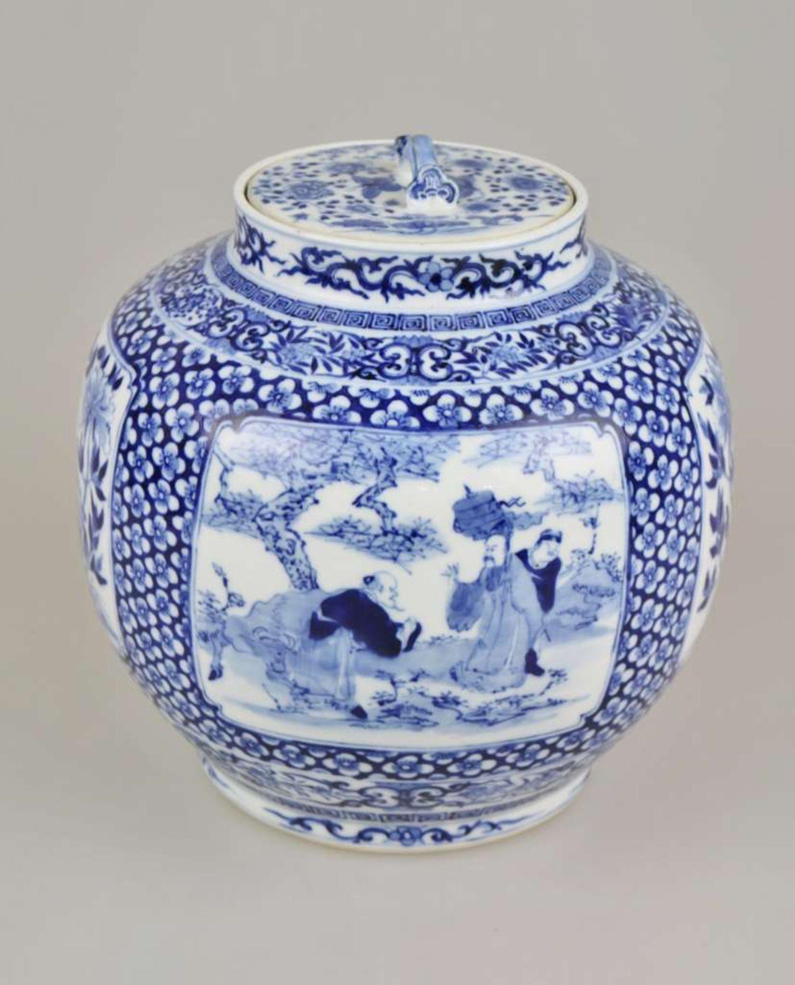 Großer Topf, China, Blau-Weiß mit Flachdeckel, Qing-Dynastie (1644-1911). Kugeliger, leicht g