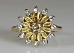 Ring, Blütenform, WG/GG 750, 1 Brillant ca. 0.15 ct., 12 Brillanten zus. ca. 0.24 ct., 6.6 g, RM