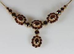 Collier, GG 585, ca. 53 facettierte Granate zus. ca. 8.90 ct., 45 cm lang, 18.4 g