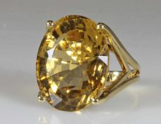 Ring, GG 750, 1 oval facettierter Citrin ca. 25 ct., ca. 13 g, RM 17
