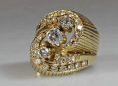 Ring, GG 585, 3 Brillanten zus. ca. 0.45 ct., 26 Besatz-Brillanten zus. ca. 0.52 ct., 8 g, RM 17