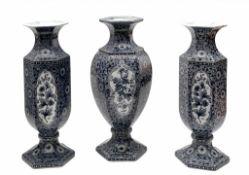 Kaminset von drei Delfter Vasen