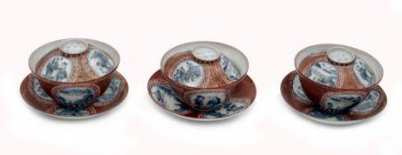 Drei Teetassen des Teesets im Kutani-Stil