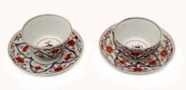 Zwei Imari Tassen und Untertassen