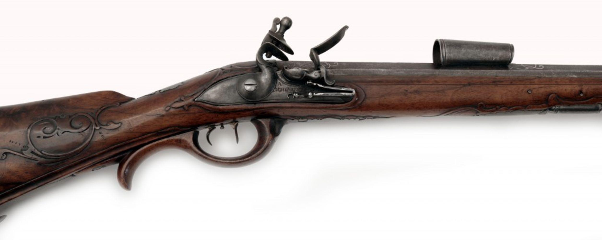 Alte Waffen, alte Technik und Angewandte Kunst