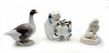 Konvolut von drei Porzellanskulpturen