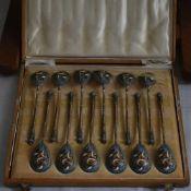 12 Silberlöffel,
