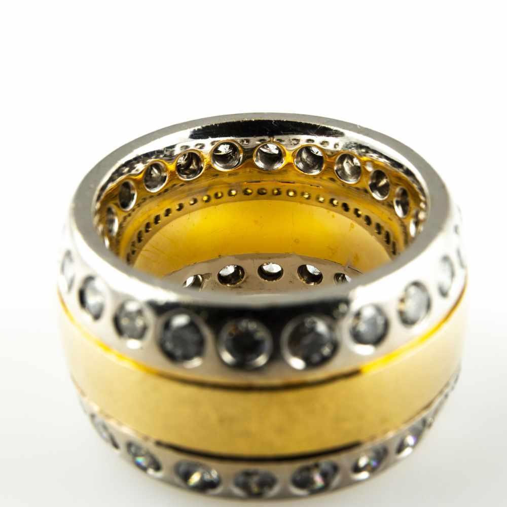 Lot 49 - Ladies ring