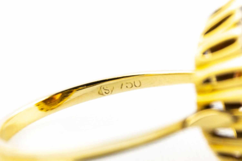 Lot 45 - Ladies ring