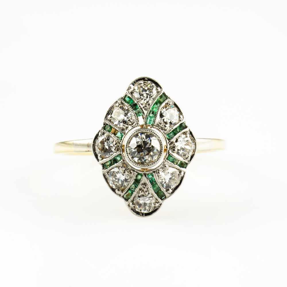Lot 40 - Ladies ring