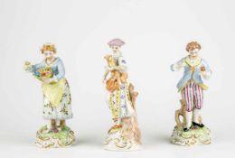 Convolute porcelain figurines