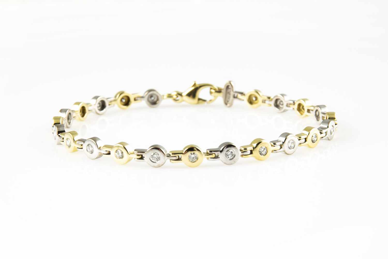 Lot 1 - Tennis bracelet