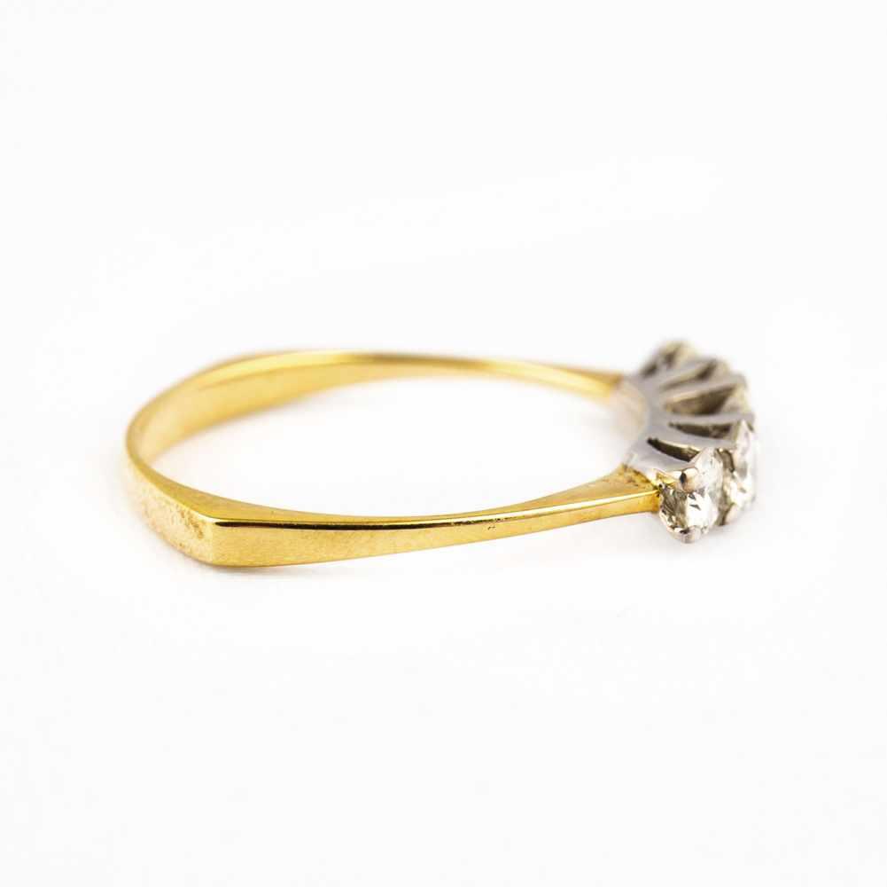 Lot 48 - Ladies ring