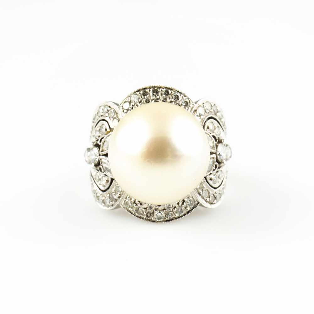 Lot 47 - Ladies ring