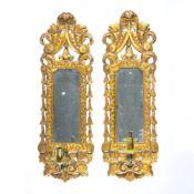 Paar antike SpiegelblakerNorddeutschland, um 1800, Lindenholz, Gips und Spiegelglas, geschnitzte und