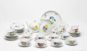 Kaffee-/ Teeservice für 12 Personen46-tlg., Meissen, 20 Jh., weiß mit polychromem Blumendekor,