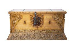 Große TruheSüddeutschland, 19. Jh., Nadelholz, mit Schnitzereien und Eisenbeschlägen, 65 cm x 146,