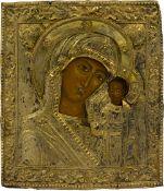 Ikone 'Gottesmutter von Kazan'Zentralrussland, 18. Jahrhundert, vergoldetes Bronzeoklad auf Holz, 31