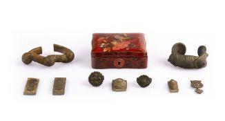 Konvolut Schmuck der Antike9-tlg., wohl Römisch, 2 Armreife, Bronze, Längen 10 cm & 6,5 cm; 2 Ringe,