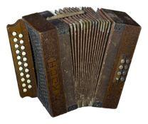 Akkordeon, Hohner KOCH C/F 8 BassDeutschland, um 1900, 21 Knöpfe, Holzgehäuse, 30,5 cm x 28 cm,